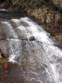 恵庭岳公園線 ラルマナイの滝2.jpg